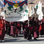 Protestujący mnisi w Lhasie w 2008 r.